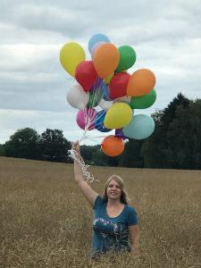 Blogstart-Luftballonaktion im Kornfeld